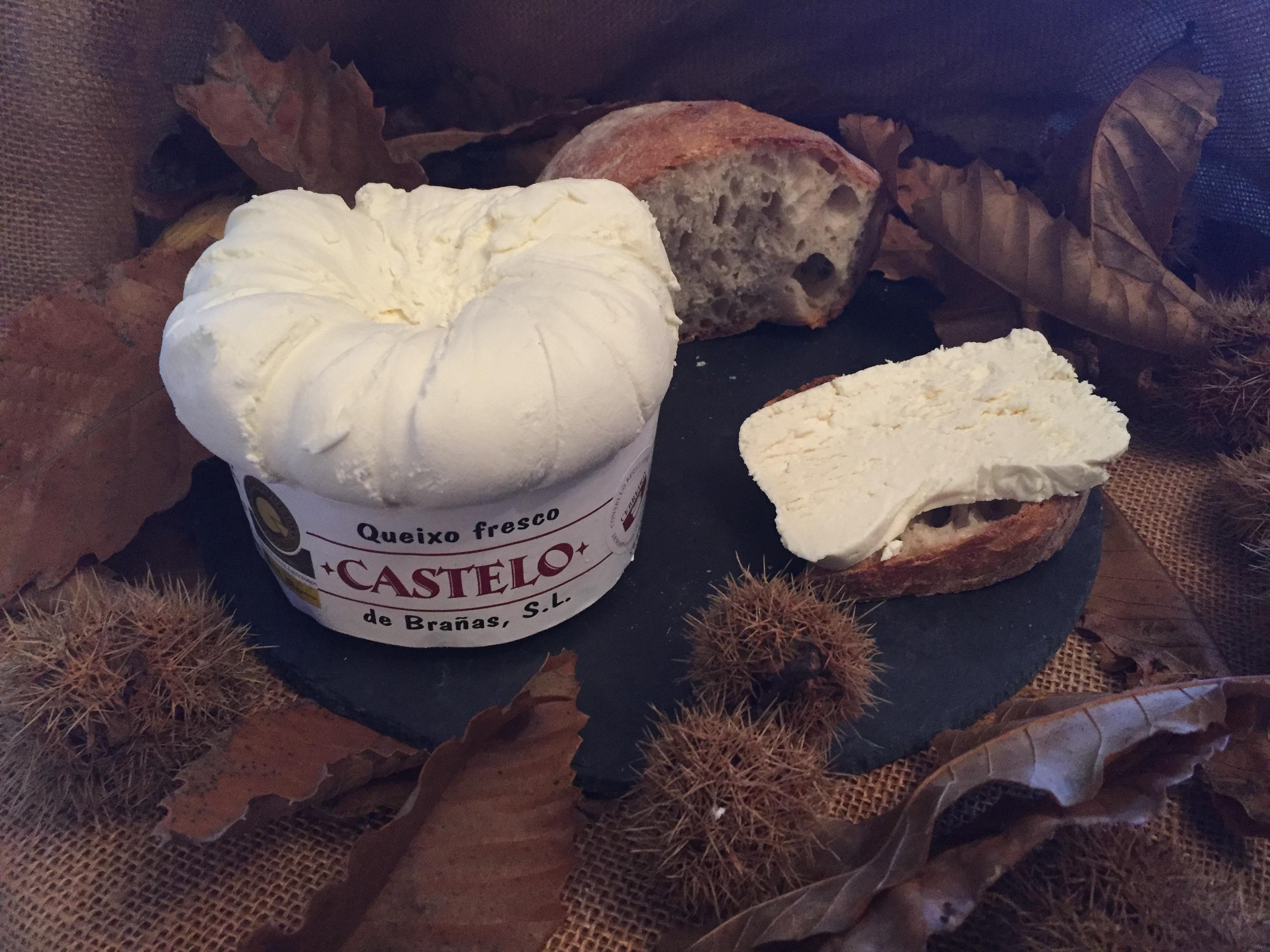 Queso Cebreiro Castelo con pan do Seixo.