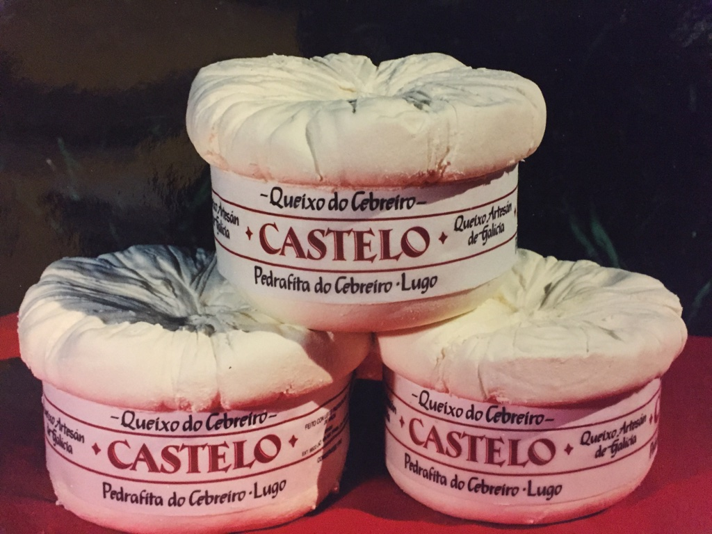 Primeras piezas de queso fresco cebreiro Castelo.